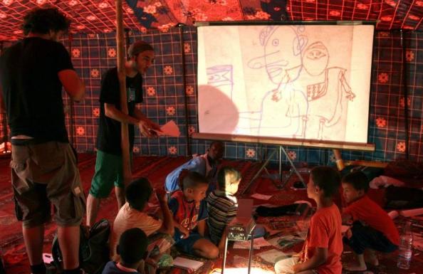 Mohamed Tayeb impartiendo el taller en los campamentos de refugiados Saharauis de Tindouf