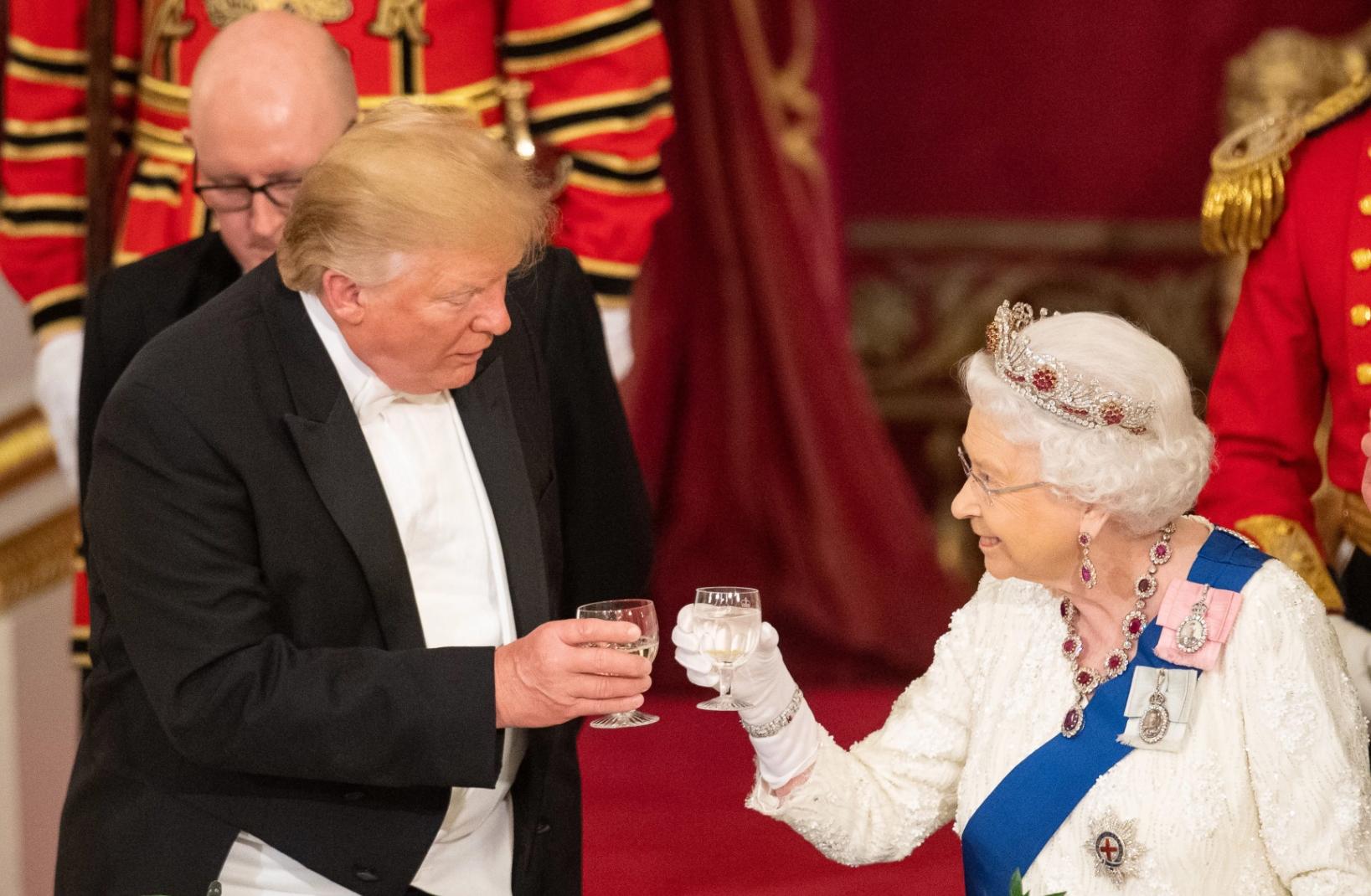 Isabel II y Donald