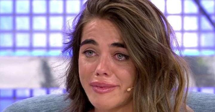 Violeta llorando
